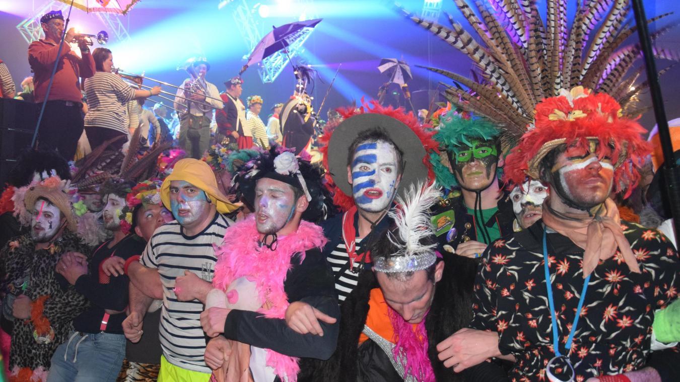 Grâce aux masquelours présents à la Nuit de l'Oncle Cô, les P'tits Louis peuvent offrir un arbre de Noël à des enfants en souffrance. L'année dernière, l'association carnavalesque a remis pour 92 130 euros de dons.