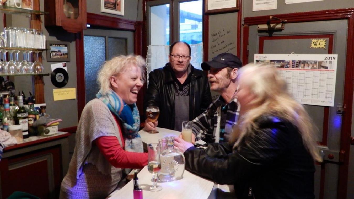 Élisabeth Rotsaert peut compter sur la clientèle déjà présente au Café de La Poste pour animer son nouvel établissement, Chez Babeth.
