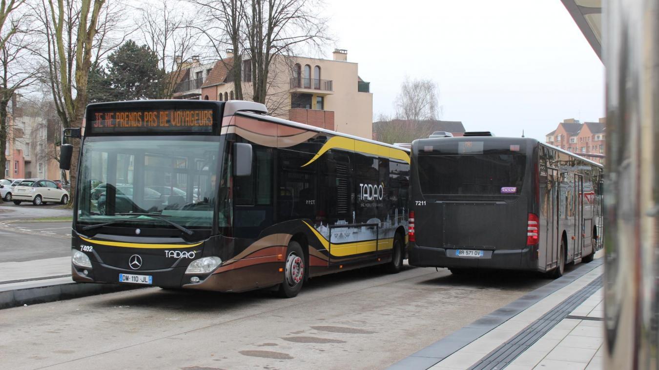 Place de l'Europe, à Bruay-la-Buissière, les bus restent environ 6 à 10 minutes à l'arrêt.