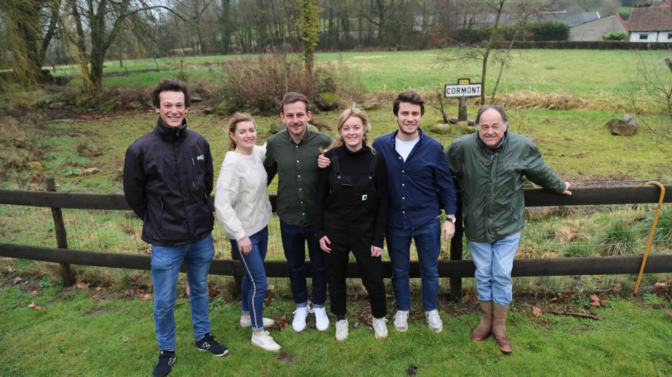 Les jeunes bénévoles du Nouveau club de course à pied de Cormont aux côtés de Xavier Libbrecht, celui qui a créé les 6 miles de Cormont en 1986.