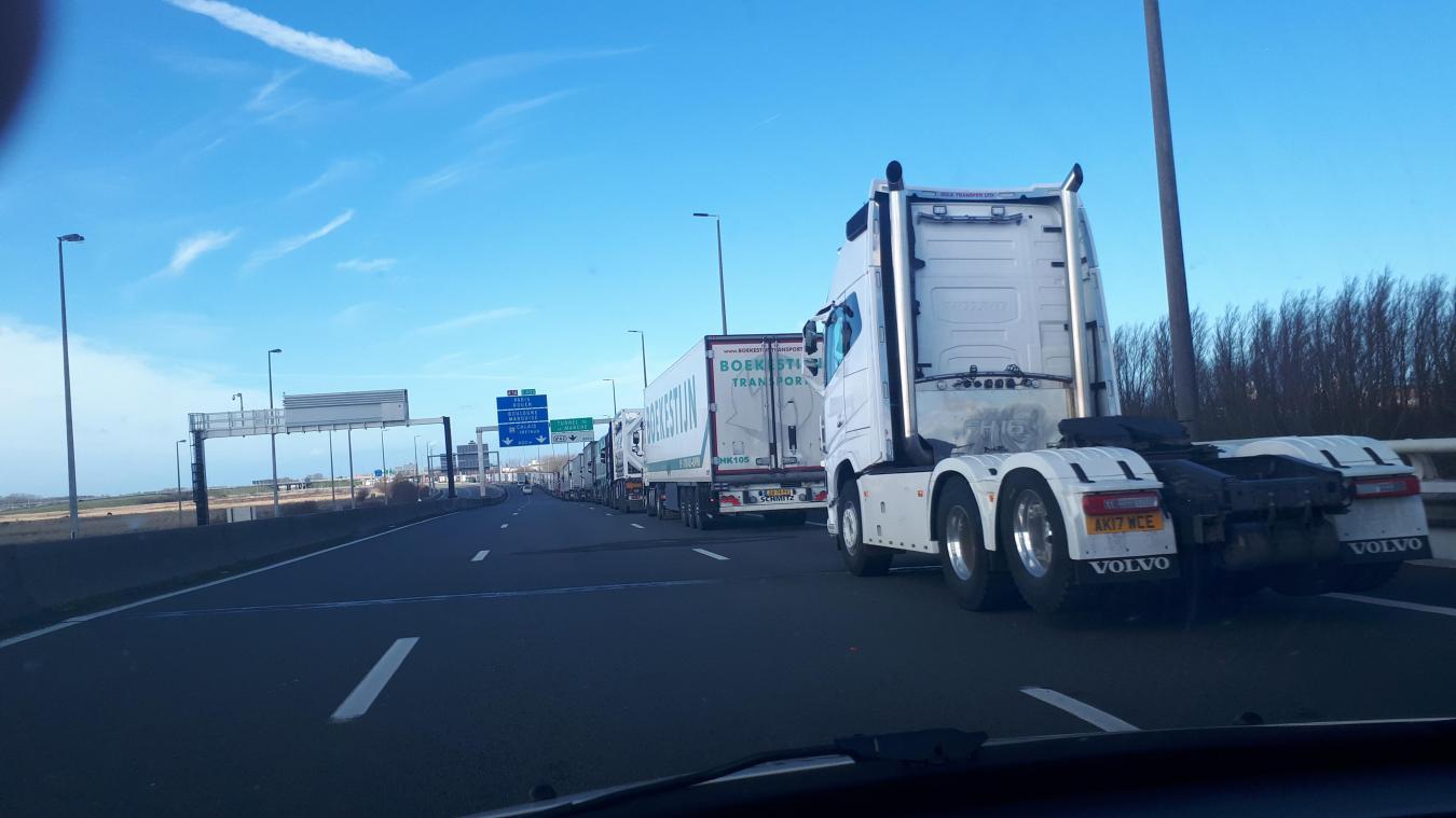 Circulation sur l'A16: de nouvelles mesures de gestion des poids lourds jusqu'à mercredi