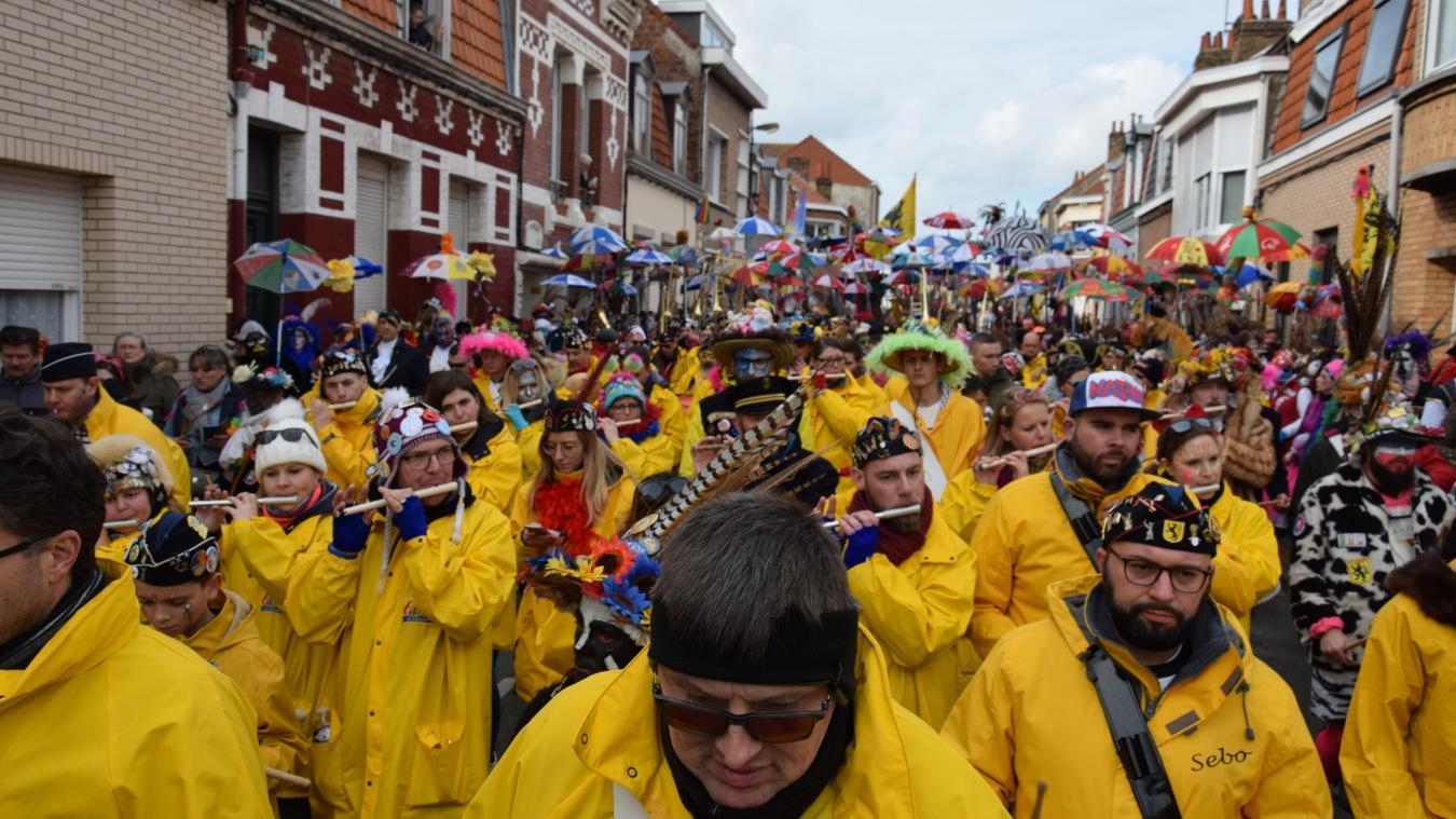 Les rues de Rosendaël ont vu déferler la horde des carnavaleux en délire.