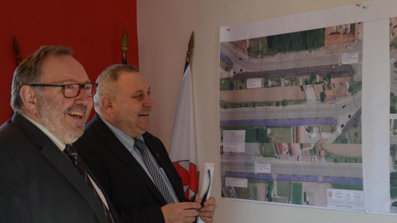 Philippe Cauwet a présenté les plans du chantier à Alain Wacheux.