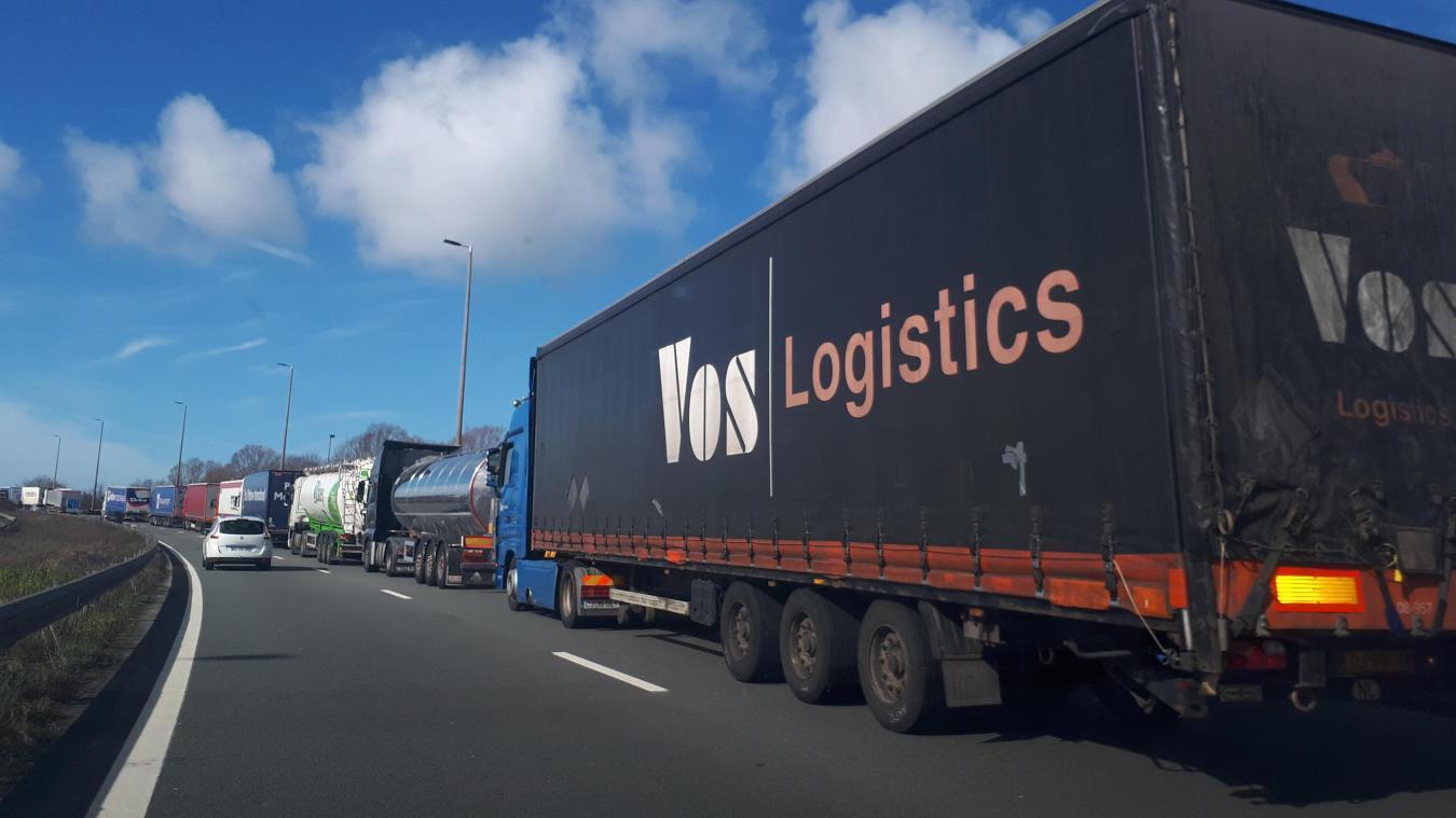 A16 : troisième jour du mouvement de colère des douaniers