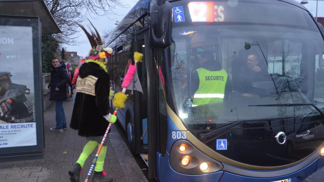 Pour ce carnavaleux comme pour beaucoup d'autres, il est temps de rentrer. Et quoi de mieux que le bus pour être tranquille ? Ou pas...