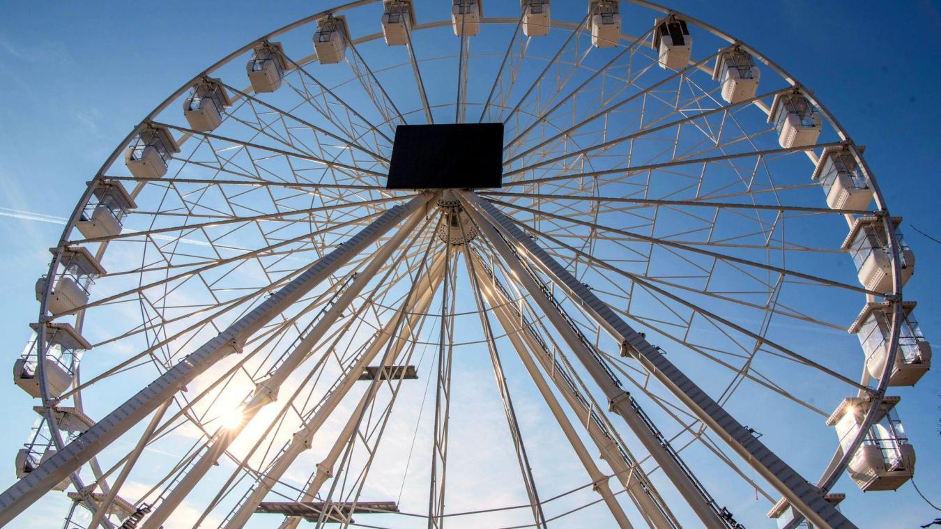 Elle culminera à plus de 50 mètres de haut soit plus que la hauteur du phare, la nouvelle grande roue fait déjà beaucoup parler d'elle d'autant qu'elle devrait rester en place toute la saison.