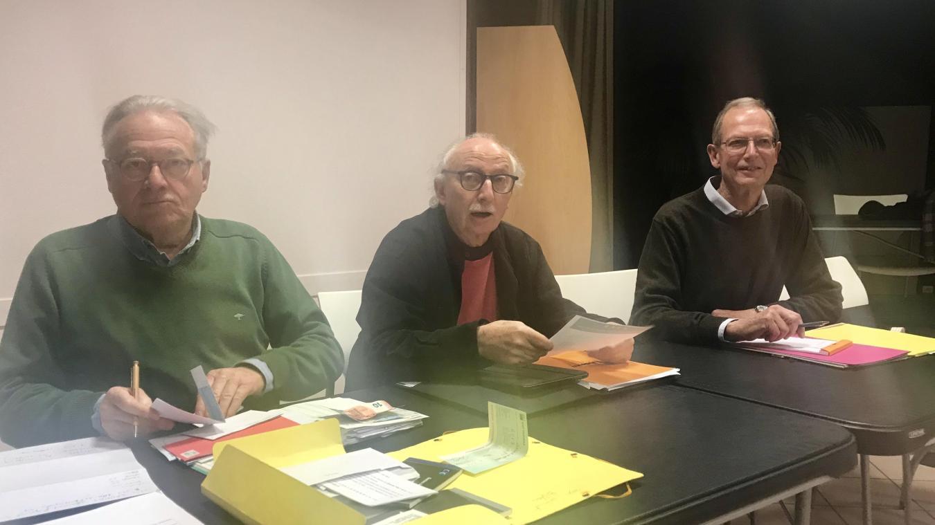 Sylvain Gouz (au centre), président de l'association de sauvegarde de la forêt et des dunes du Touquet.