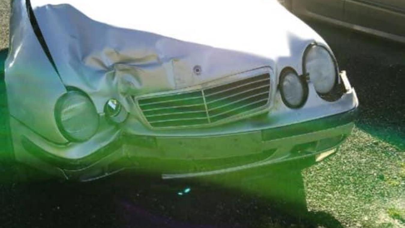 La voiture avait percuté une maison à Méteren.