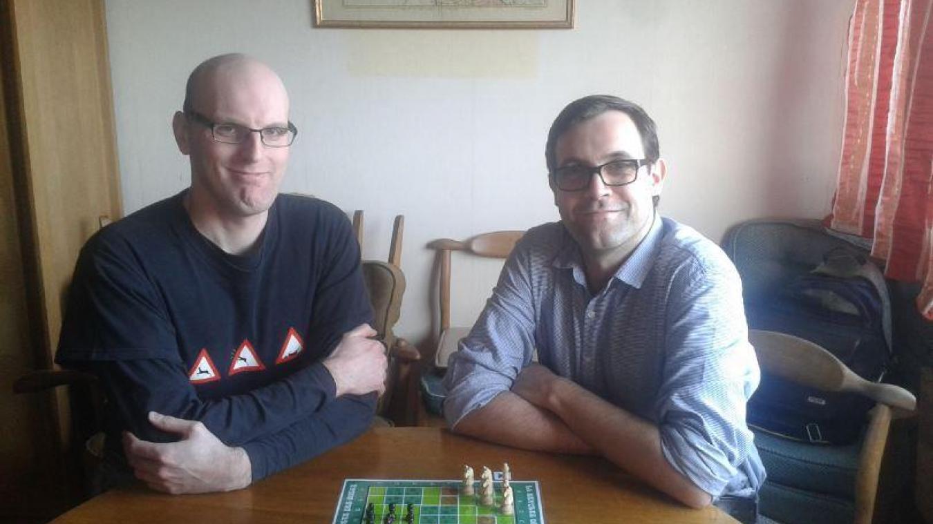 David Crépel, à gauche sur la photo, et Pierrick créent des jeux ensemble pour leur plaisir.
