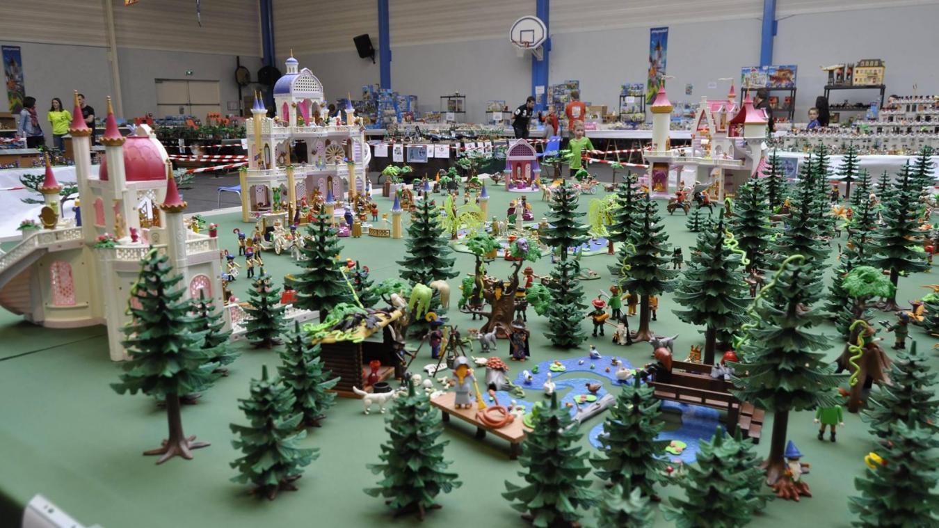 Des passionnés de Playmobil vous feront voyager grâce à leurs dioramas.
