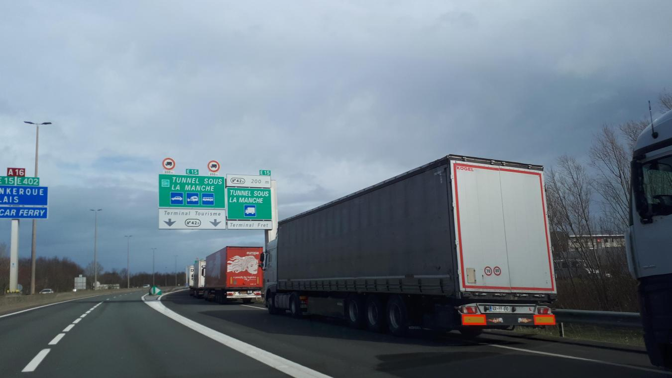 Les files de camion nécessitent la fermeture de certains accès à l'autoroute.
