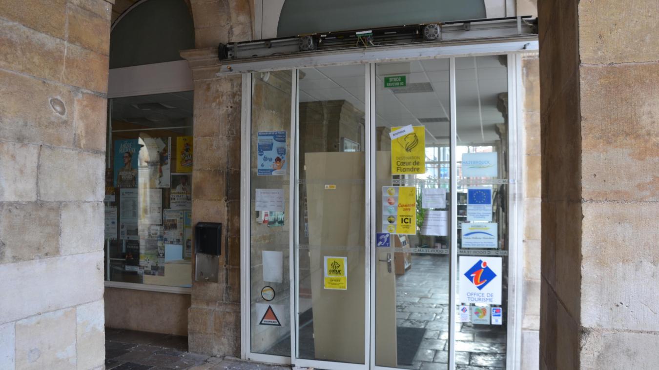 La porte principale a été vandalisée.