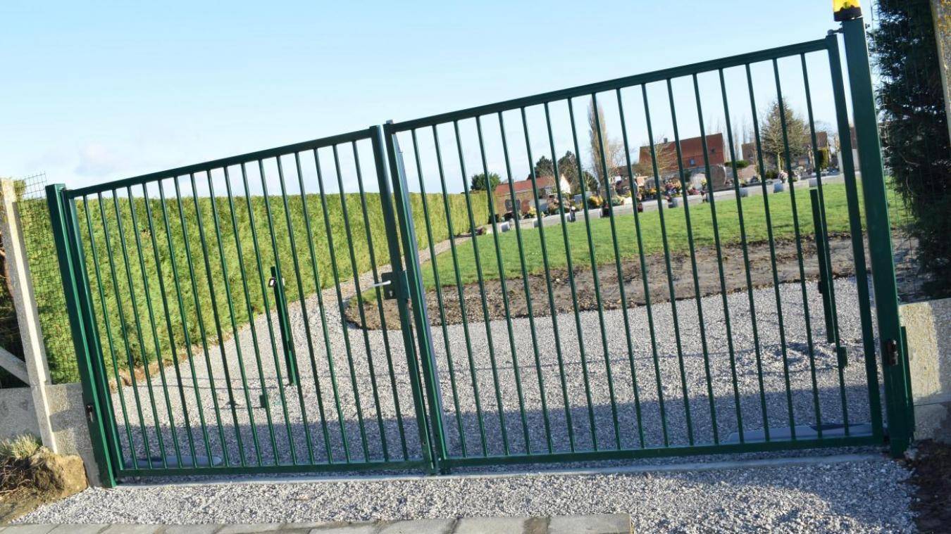 Le moteur et le vérin de l'un des deux portails du cimetière ont été volés. (archives)