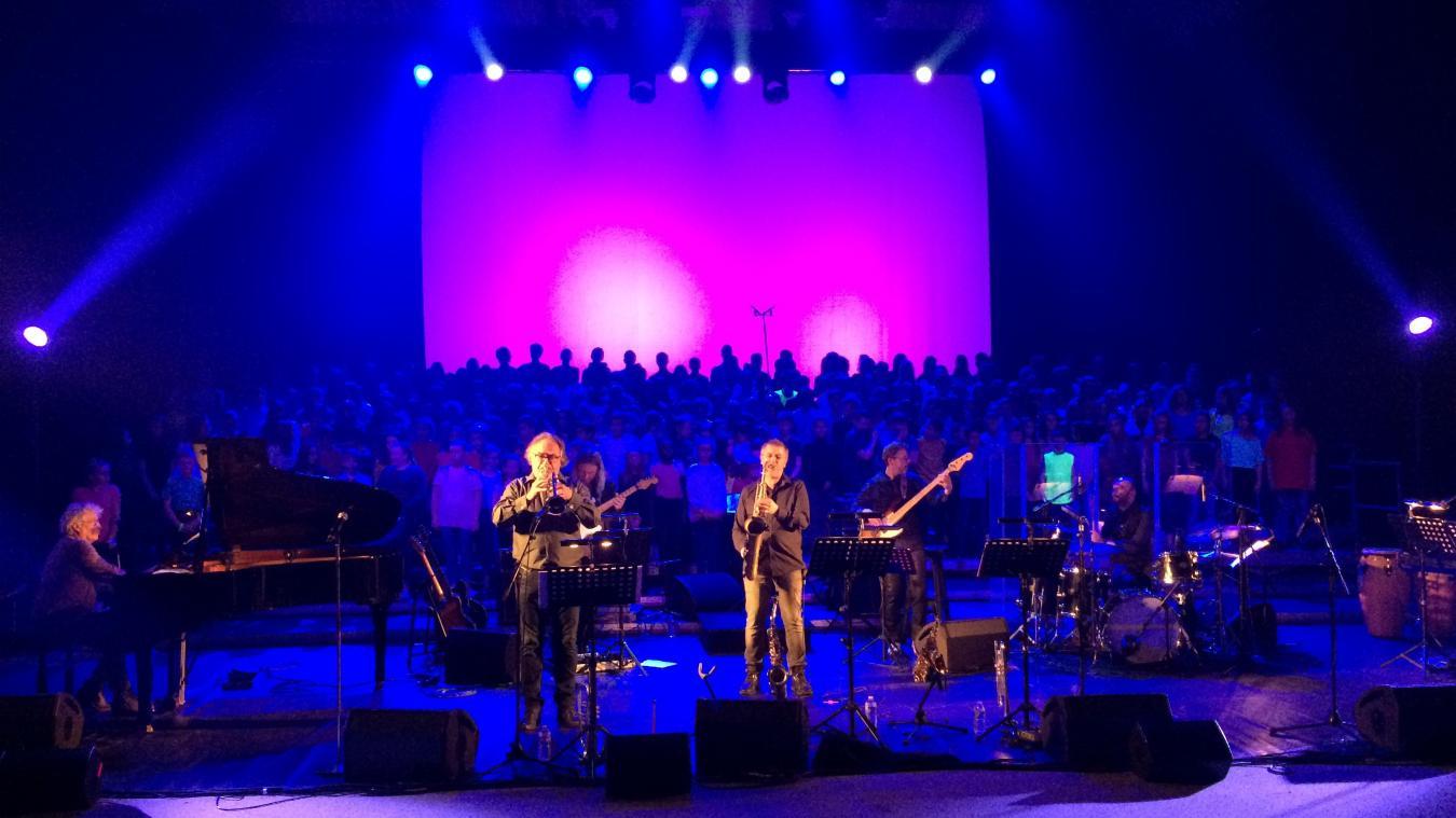 Boulogne-sur-Mer : 200 collégiens sur scène pour rendre hommage à Didier Lockwood