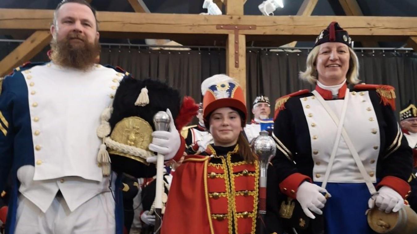 Amandine a revêtu son costume de coucke lors de la présentation des festivités du carnaval. Elle était entourée par Le Grand Christophe et Delphine, la cantinière de celui-ci.