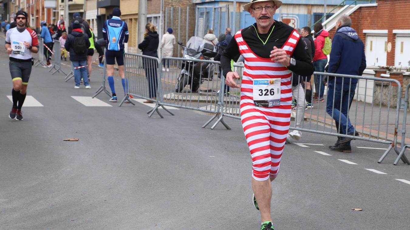 Entre coureurs aguerris et amateurs, le semi-marathon du carnaval est aussi l'occasion de courir déguisé !