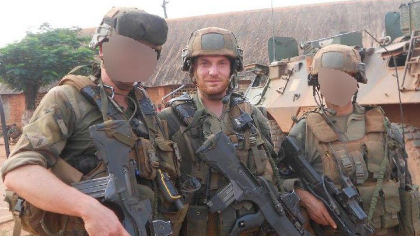 Benjamin Deviard, avec ses frères d'arme à Bangui, en Centrafrique, en 2014. À la suite de sa mission, le sergent-chef dunkerquois a reçu plusieurs décorations : la croix de la valeur militaire à l'ordre de la division Étoile d'argent, la médaille du blessé et la médaille militaire qui est la plus haute distinction pour un sous-officier.