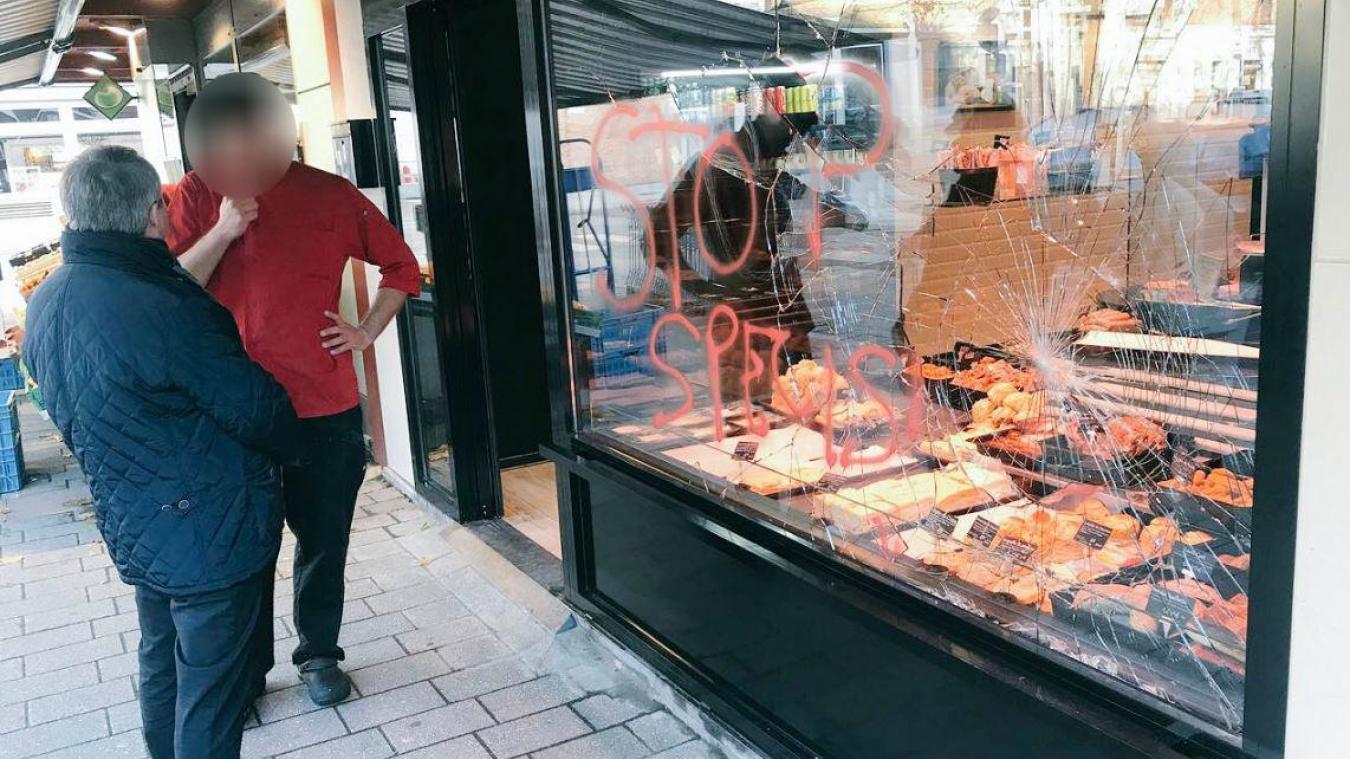 Le 15 novembre, cette boucherie du centre-ville de Dunkerque avait été vandalisée. Le président de la Région, Xavier Bertrand, s'était déplacé pour l'occasion. (Capture d'écran Twitter).