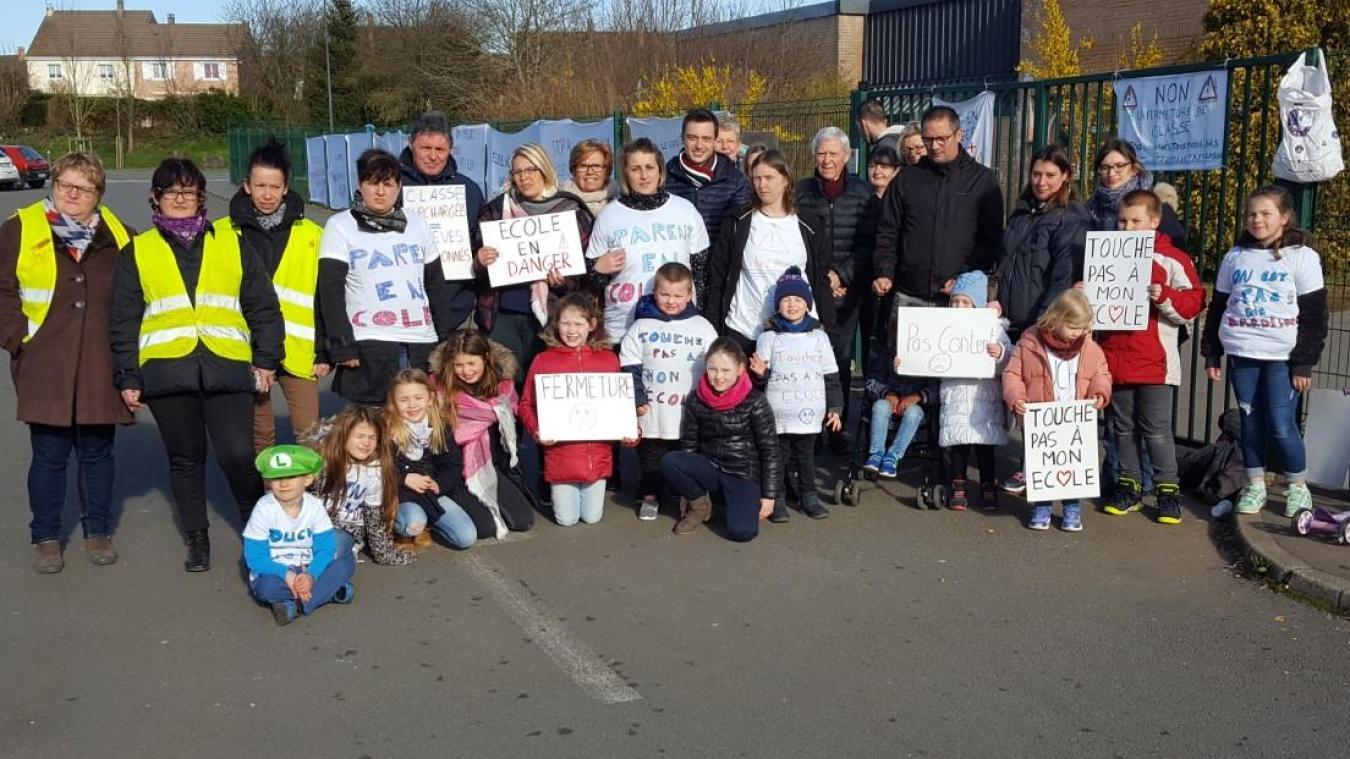 Parents d'élèves, enseignantes, écoliers et élus lillérois se sont mobilisés ce mardi 19 mars.