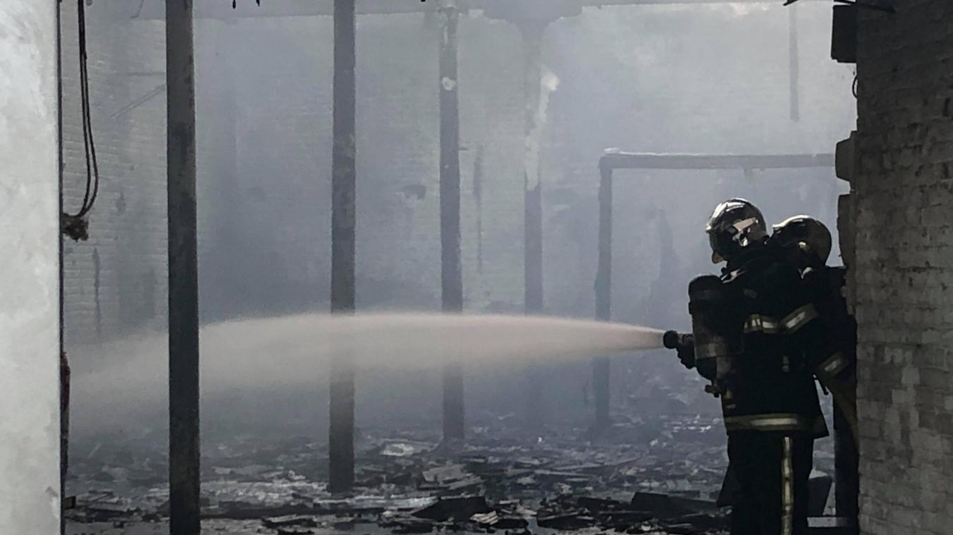 Ce samedi 29 juin, vers 21 h, 18 pompiers ont été déclenchés sur un incendie dans un hangar à La Gorgue.