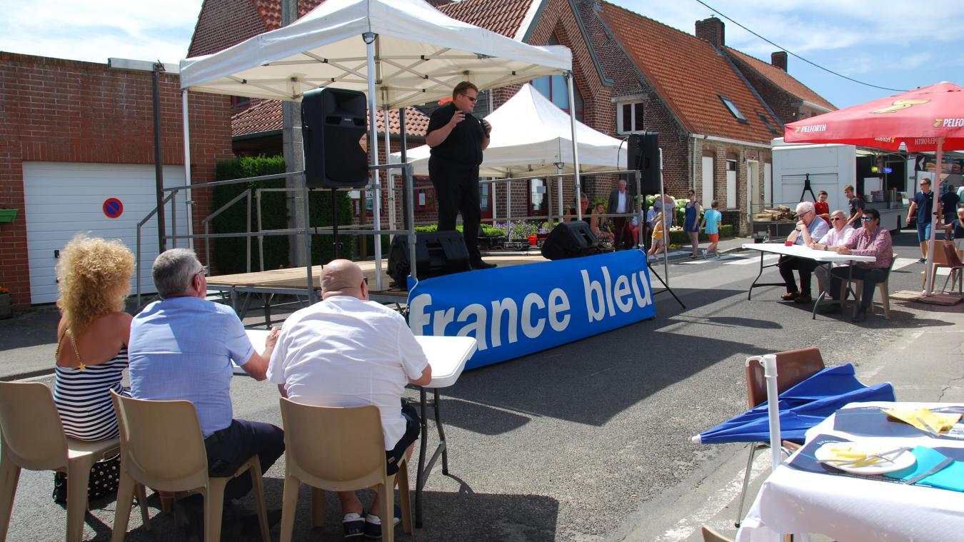 Malgré un petit soucis technique, le chanteur originaire de Bruay-la-Buissière a su séduire le jury.