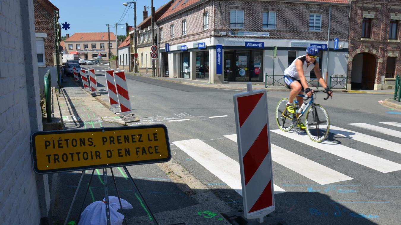 Les travaux auront lieu pendant les vacances scolaires estivales, une période traditionnellement plus calme. La chaussée Brunehaut sera fermée pendant un mois à compter du 15 juillet. Une déviation sera proposée, les commerces restent accessibles.