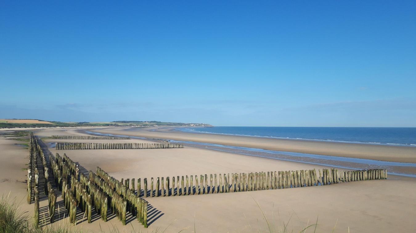 25 à 35 millions d'euros sont estimés pour recharger la partie centrale de la baie de Wissant sur un linéaire de 3 km avec 1,7 million m 3  de sable.