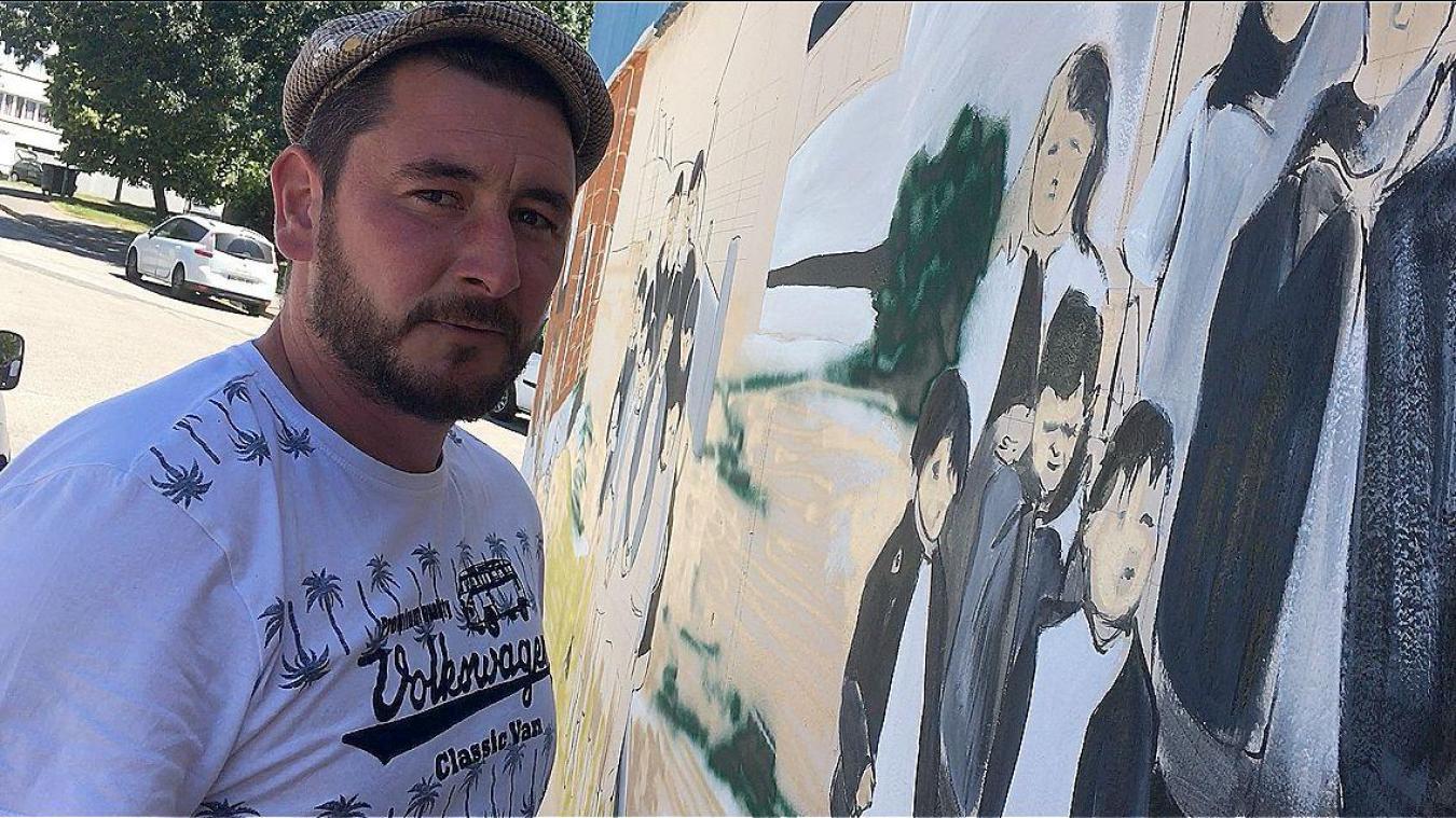 Anthony Sailly réalise des fresques au niveau du quartier Renaissance.