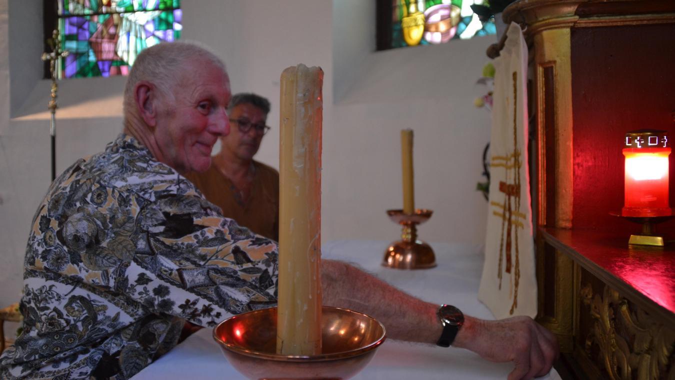 Guy et Bernard ont déjà consacré de nombreuses heures à l'entretien des objets qui ornent l'église.