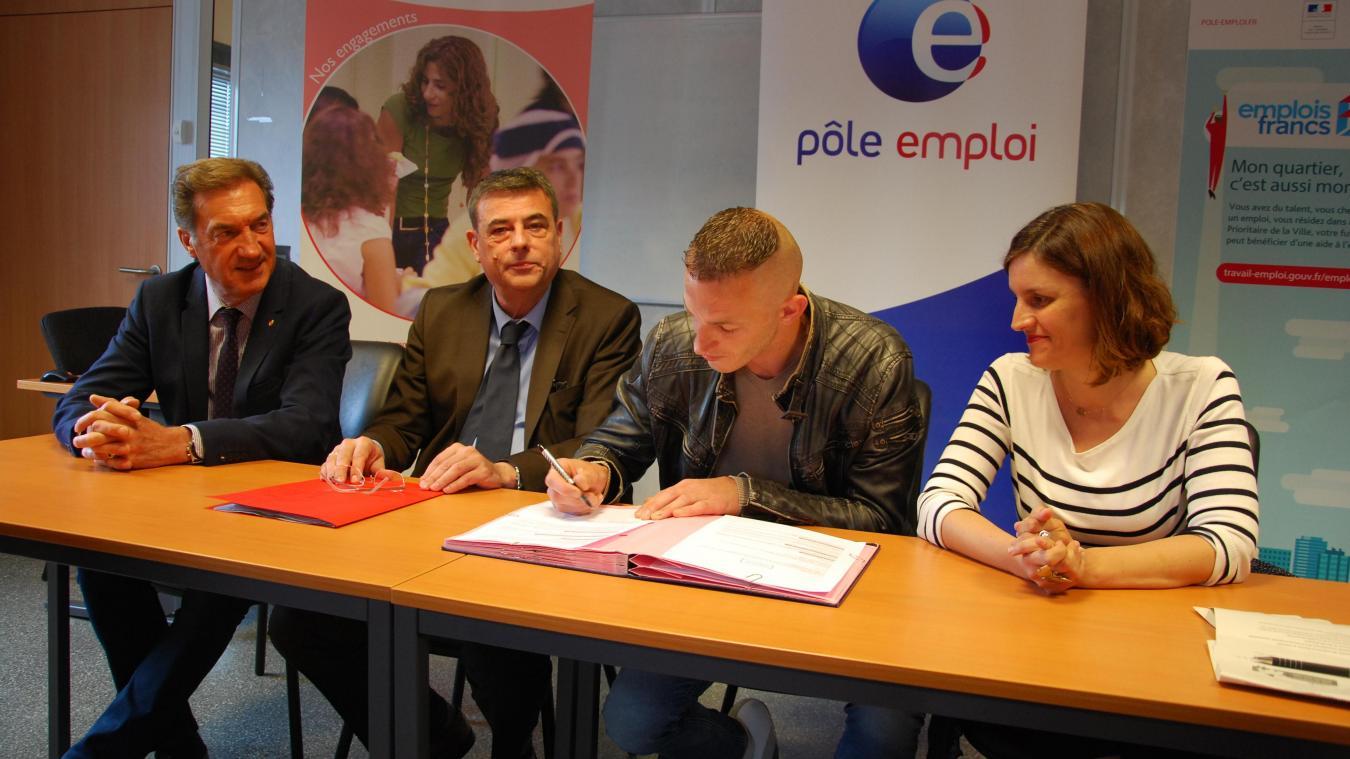 Geoffrey Revel, habitant d'un quartier prioritaire d'Aire-sur-la-Lys, a signé un CDD de six mois en emploi franc avec l'entreprise Bonduelle de Renescure.