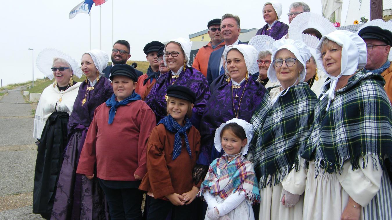 Une cérémonie en costume pour marquer le poids de la tradition mais aussi porter le flambeau à travers les époques.