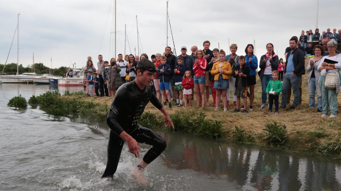 Pierre Legout est sorti le premier de la Canche à l'issue de l'épreuve de nage. Ses poursuivants ne le reverront plus.
