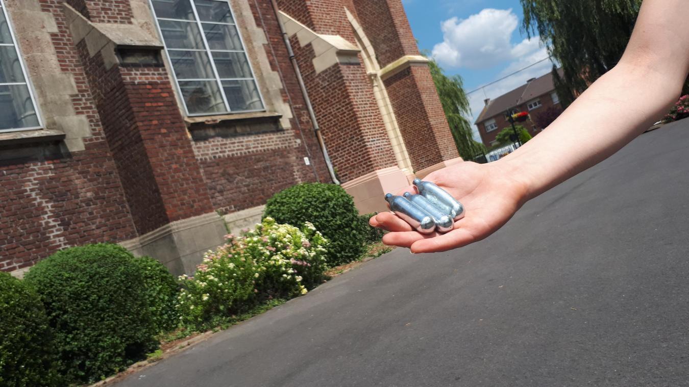 Les cartouches ont été retrouvées près du parvis de l'église.