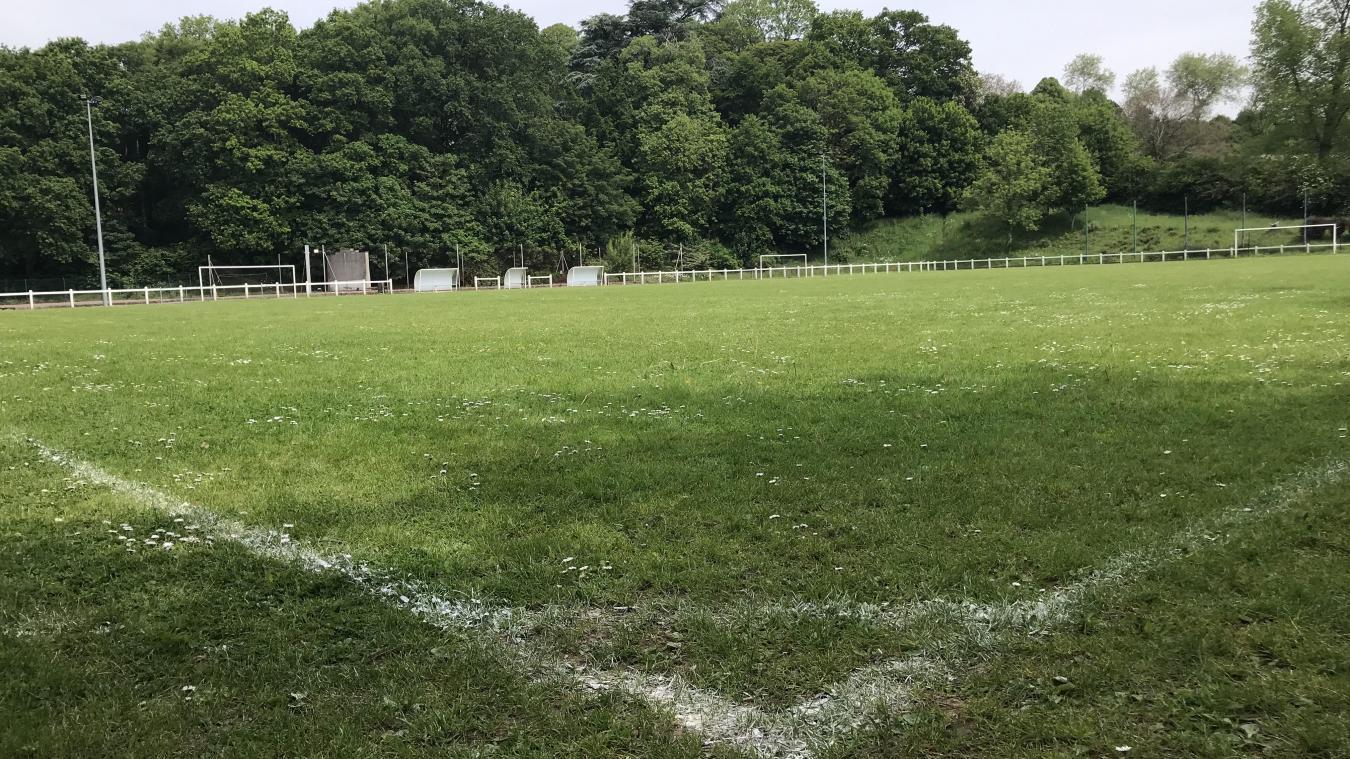 Cassel projette de remplacer son terrain en herbe (notre photo) par un terrain synthétique et de construire un club house avec l'aide des communes voisines.