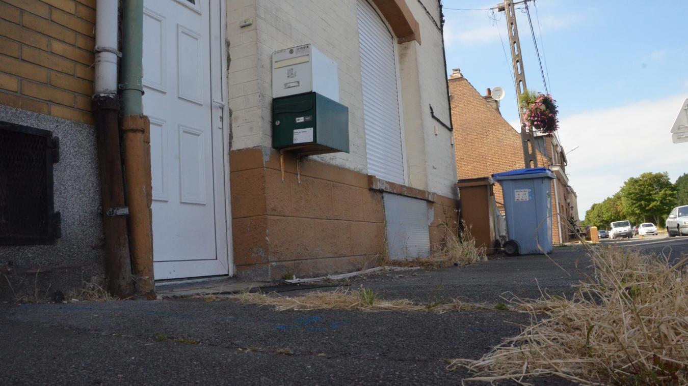 Le drame s'est déroulé au 75 de la route de Bergues, à proximité du carrefour des 7-Planètes. Catherine Jannin vivait dans l'appartement du rez-de-chaussée (volet fermé).