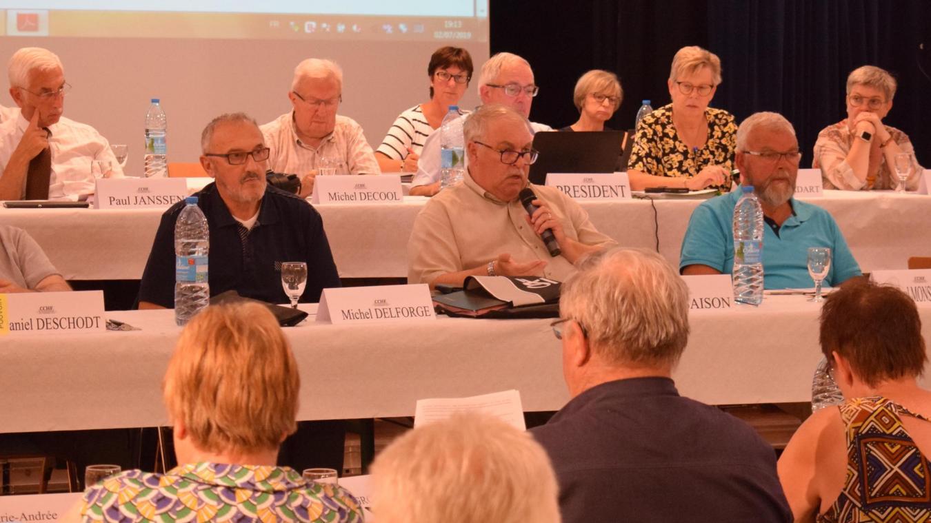 La dernière intervention au conseil communautaire d'Hervé Saison (avec le micro) aura été pour critiquer ouvertement l'attitude des journalistes.