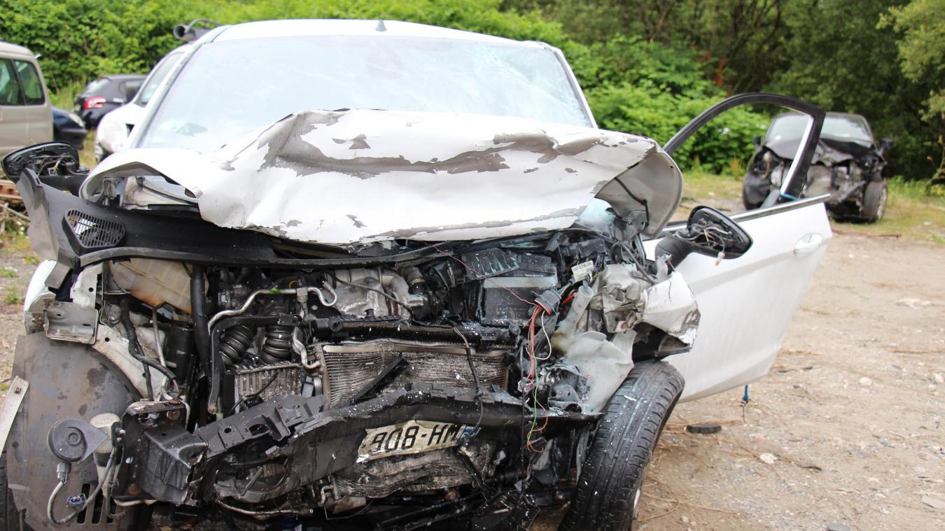 Comme le souligne un témoin, les véhicules étaient difficilement reconnaissables après le choc.
