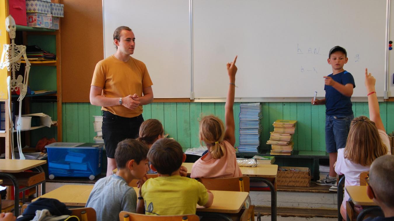 Pour la fin d'année scolaire, c'était jeu du pendu in english avec Jack pour ces élèves de l'école Abbé-Lemire.