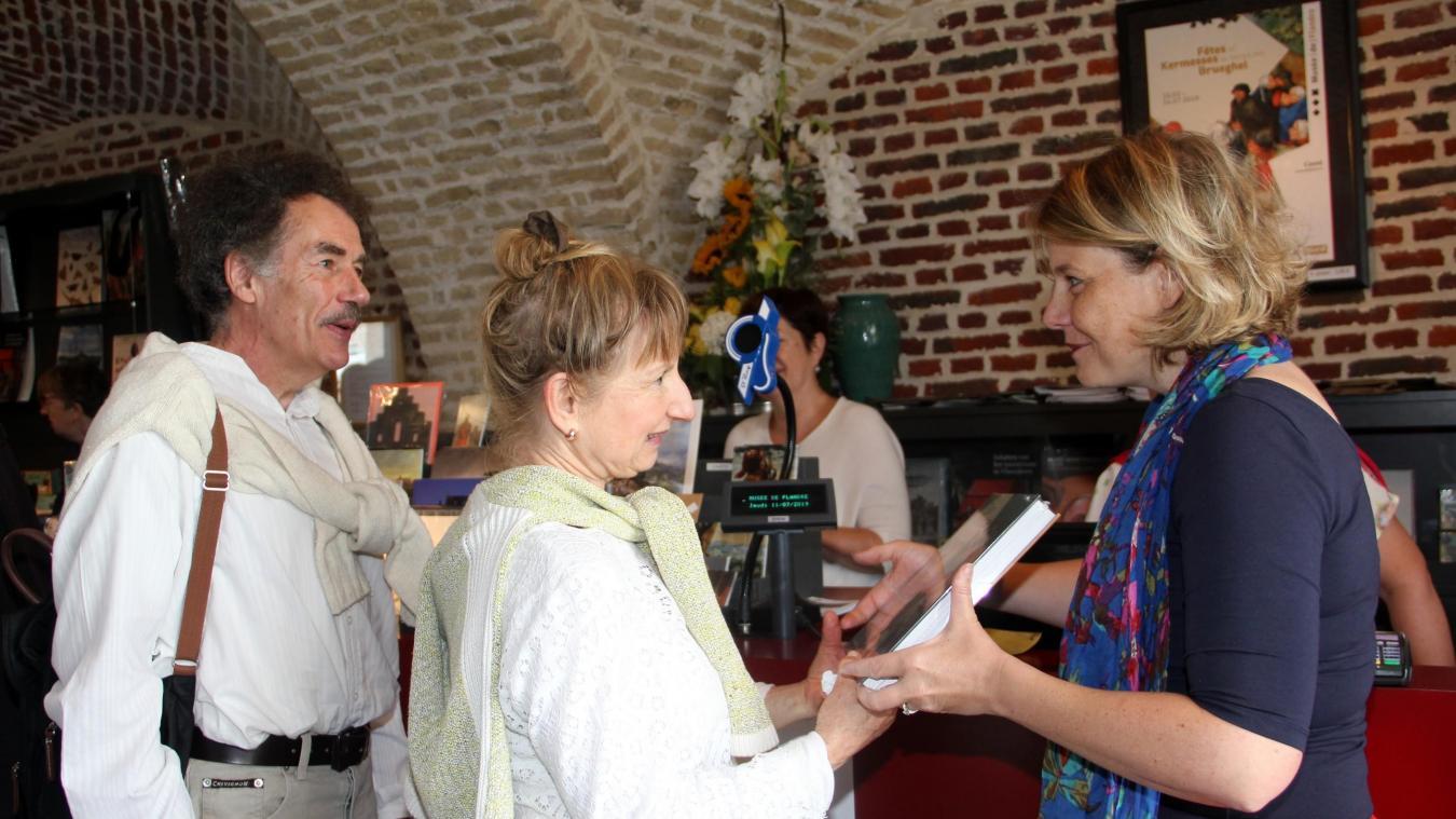 Plaisir partagé pour l'accueil du 50 000 e  visiteur de l'exposition Fêtes et Kermesses au temps des Brueghel.