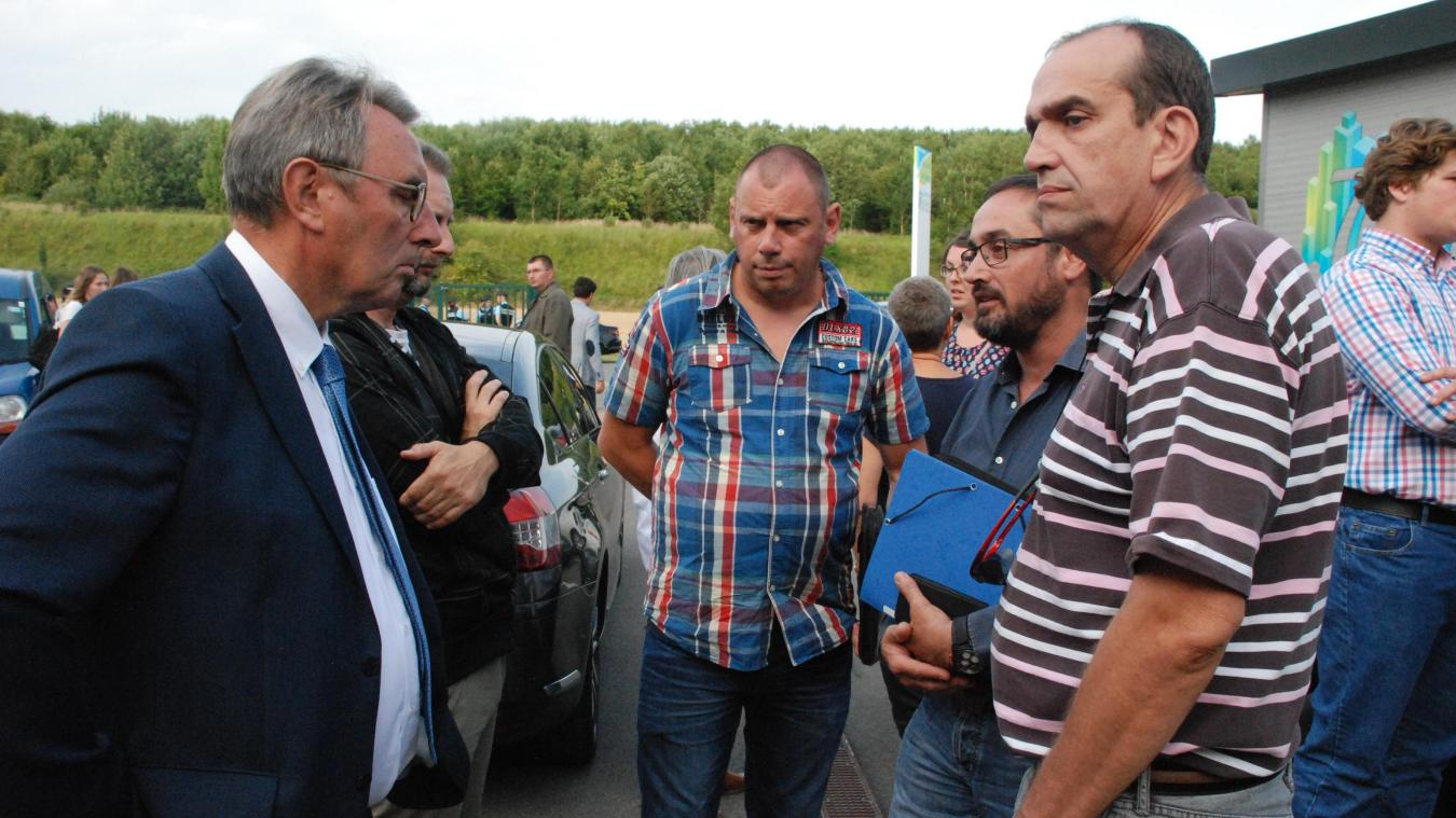 Les syndicalistes d'Hardi-Evrard ont profité de la venue de la ministre du travail pour exposer la situation de l'entreprise et des 29 employés de l'atelier de mécano-soudure qui va fermer.
