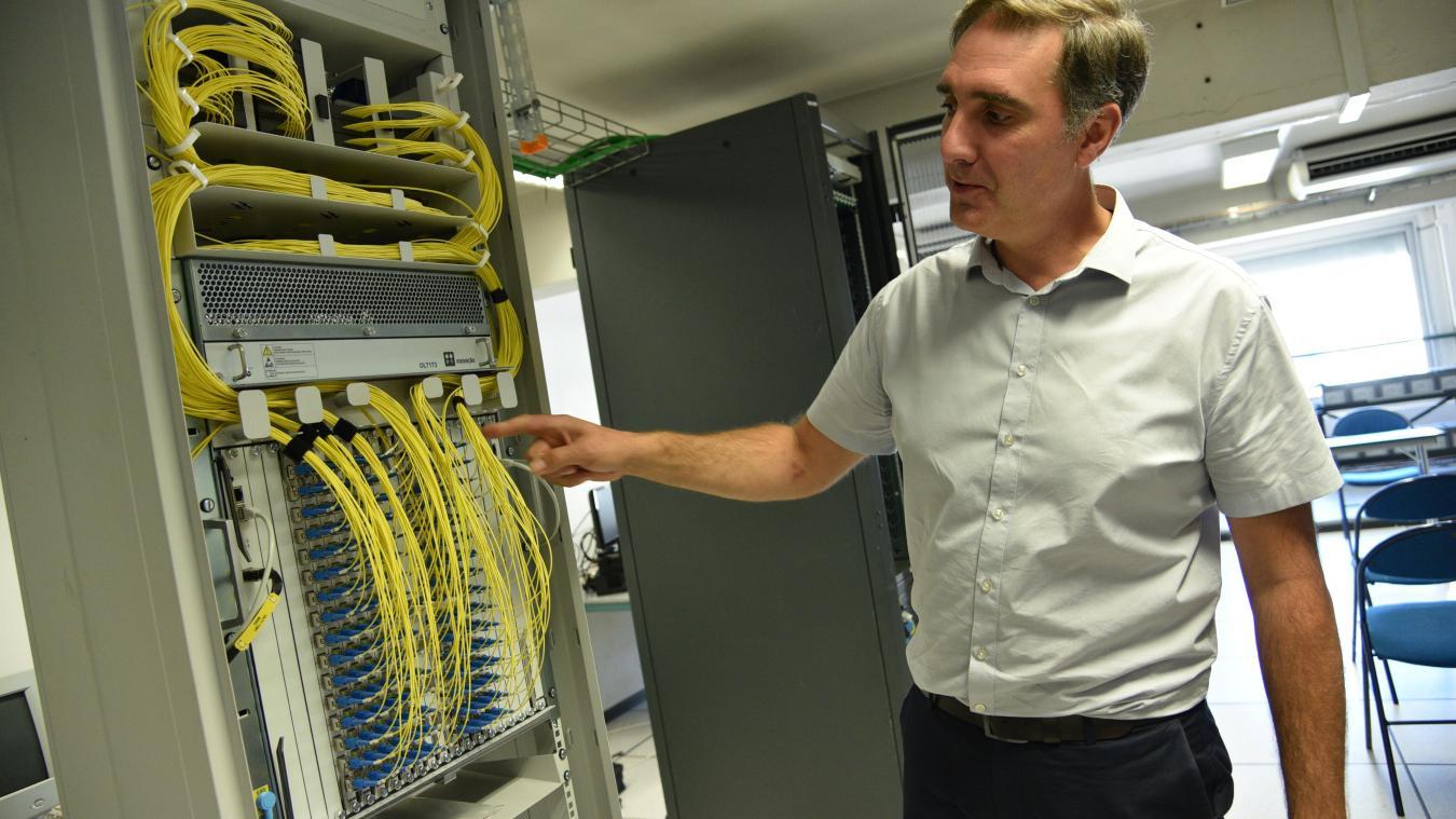 David Meurice expliquant le fonctionnement de l'ONT (Optical network termination).
