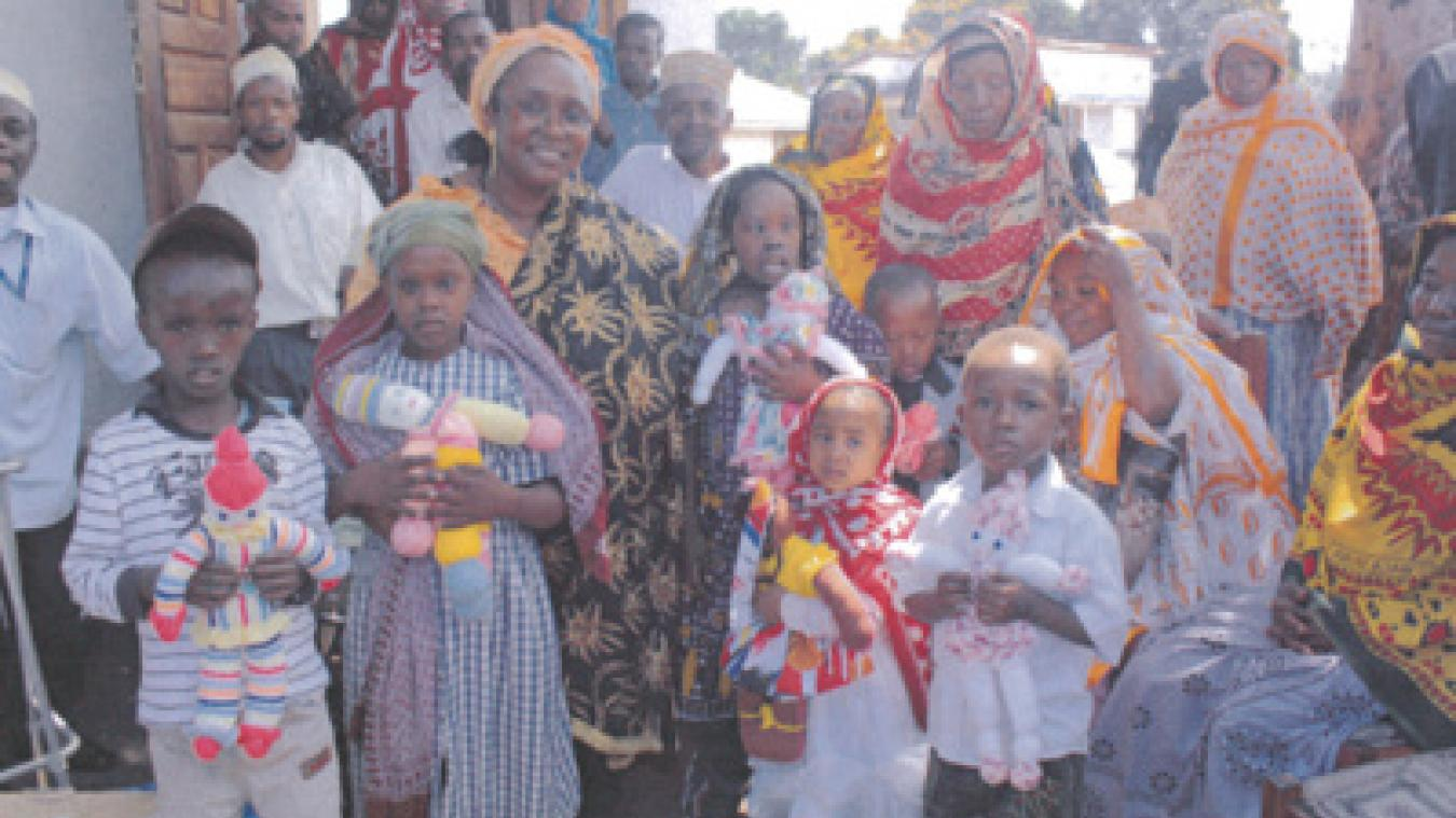 Salmata Tabibou se rend régulièrement à la rencontre des enfants de Moindzaza M'boini.