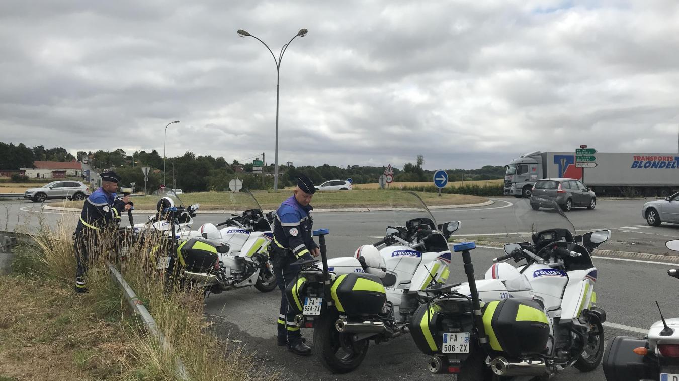 Un peu moins de 10 agents étaient présents sur le rond-point, samedi 13 juillet.