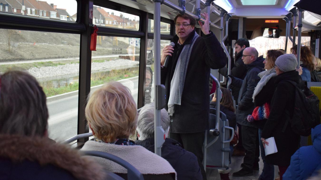 Charlie hebdo loue le bus gratuit dans sa dernière édition