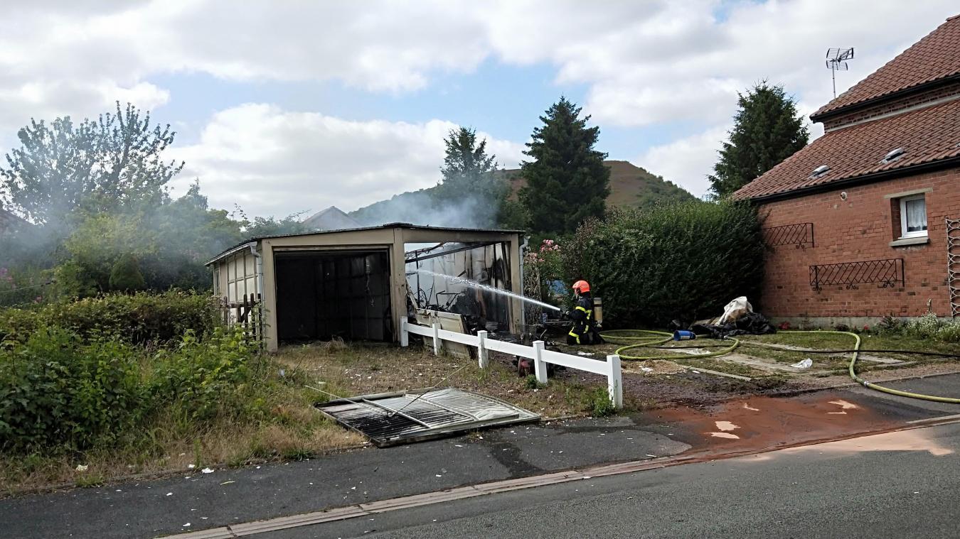 Marles-les-Mines: un garage prend feu rue de Bordeaux