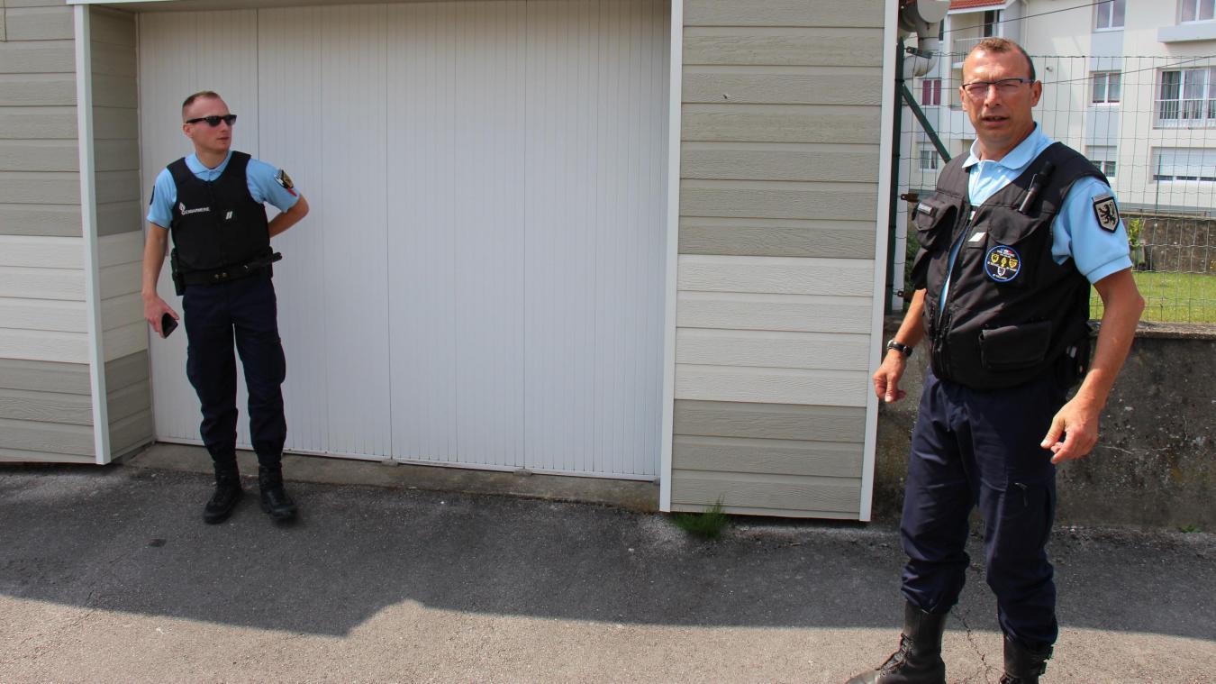 Une patrouille se déplace au domicile des personnes qui ont signalé leur départ.