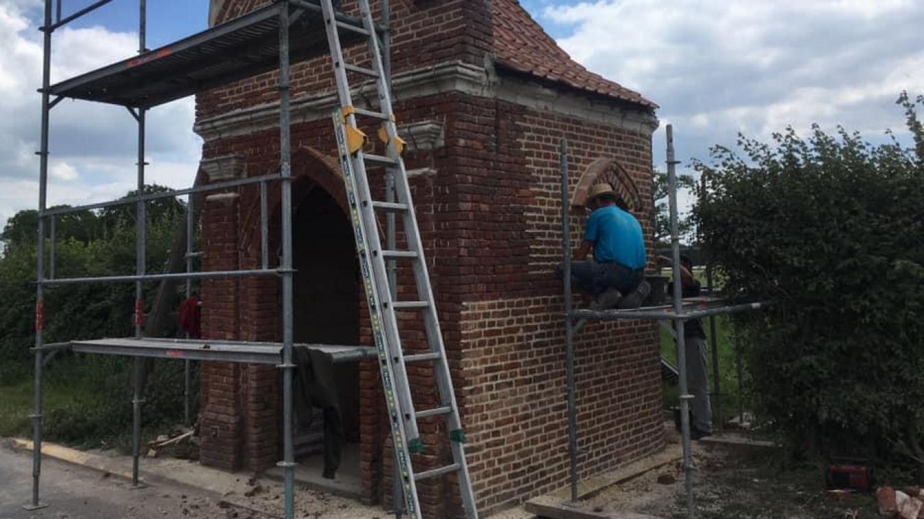 L'entreprise Francomme a commencé les réparations de la toiture et de sablage début juillet.