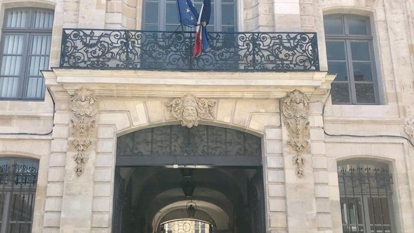 Saint-Laurent-Blangy: Sa mère le croit en vacances alors qu'il transporte 7,5 kg de cannabis en France