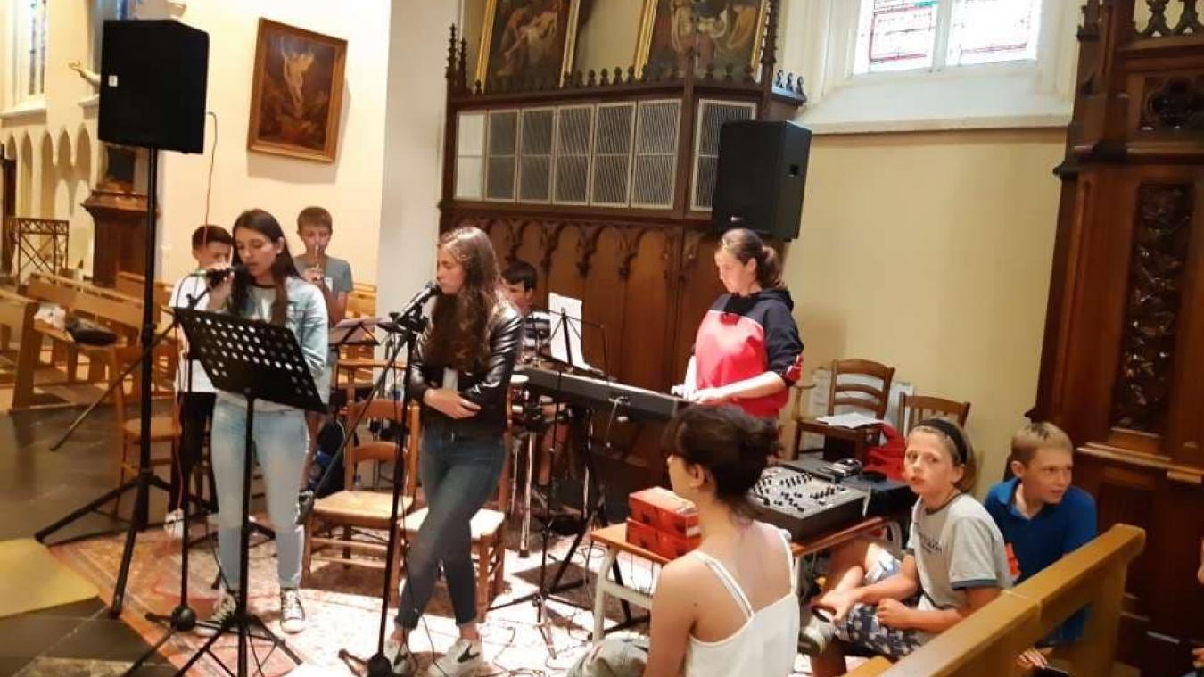 Augustin (batterie), Thomas et Paul (trompette), Jules (son et guitare), Félicie (synthétiseur), Madeline et Anaïs (chant) joueront le 17 octobre à Lederzeele.