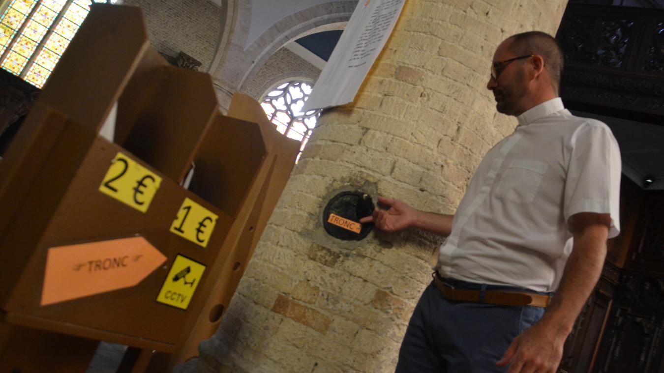 Le curé de la paroisse, Christophe Husson, a installé lui-même une caméra, mais espère obtenir le soutien de la Ville pour mettre en place un système plus élaboré.